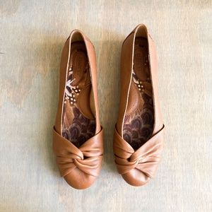 born / lilly flats tan leather knot 9.5